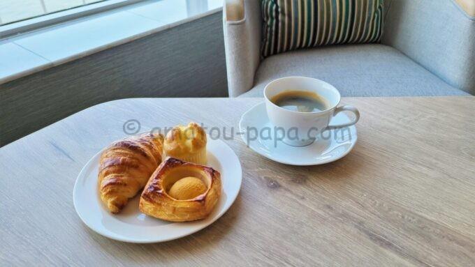 グランドニッコー東京ベイ 舞浜のニッコーラウンジのホテルメイドブレッドとコーヒー(モーニングタイム)