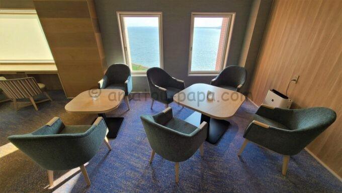 グランドニッコー東京ベイ 舞浜のニッコーラウンジのテーブル席