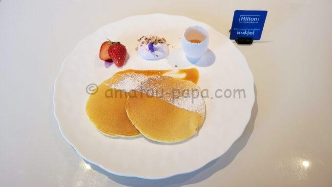 ヒルトン東京ベイのザ・スクエアでの朝食(ヒルトンオナーズ会員限定のパンケーキ)