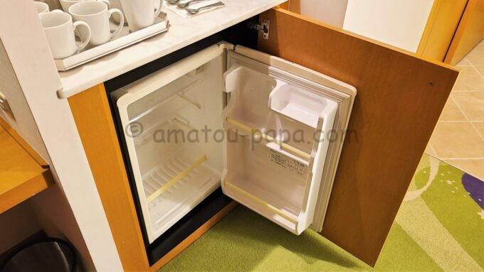 ヒルトン東京ベイ ハッピーマジックスイートの冷蔵庫