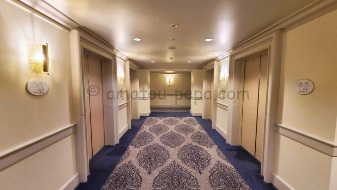 ホテルオークラ東京ベイの3階エレベーターホール