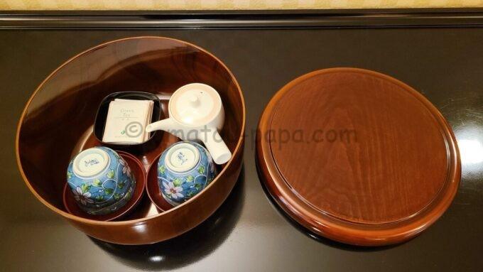 ホテルオークラ東京ベイの和室スイートルームにあるお茶