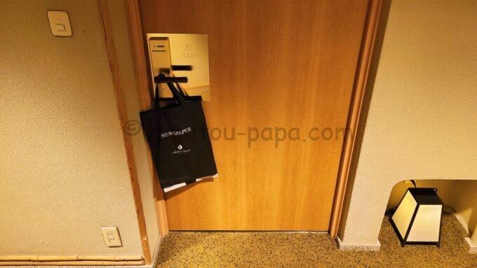 ホテルオークラ東京ベイの和室スイートルームの入口(朝刊サービス付き)