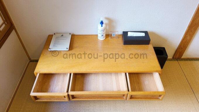 ホテルオークラ東京ベイの和室スイートルームにある机