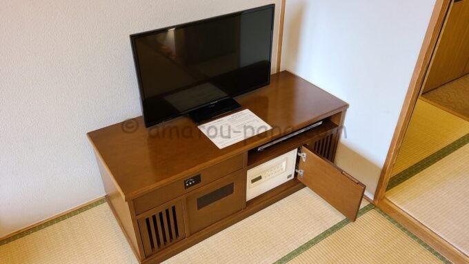 ホテルオークラ東京ベイの和室スイートルームにあるテレビ