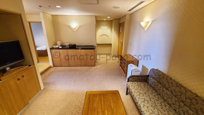 ホテルオークラ東京ベイの和室スイートルームの洋室の雰囲気