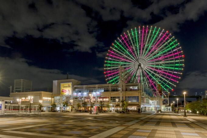 天保山大観覧車のライトアップ(赤・緑・黄)