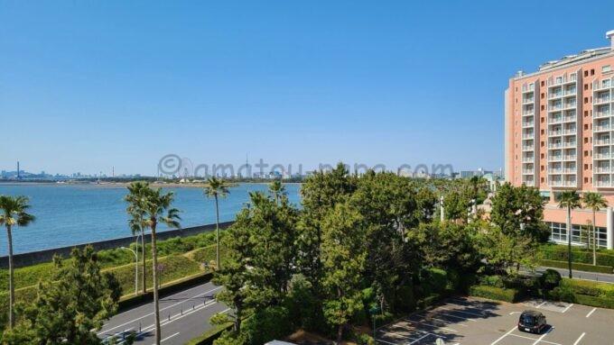 ヒルトン東京ベイ ハッピーマジックスイートからの眺望(グランドニッコー東京ベイ舞浜、東京スカイツリー方面)