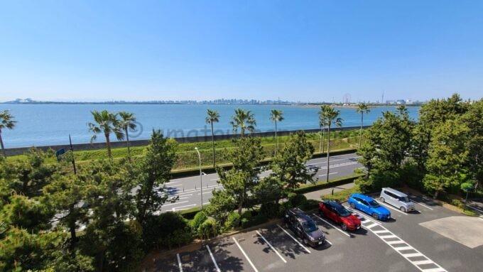 ヒルトン東京ベイ ハッピーマジックスイートからの眺望(東京ベイブリッジ、葛西臨海公園、東京スカイツリー方面)