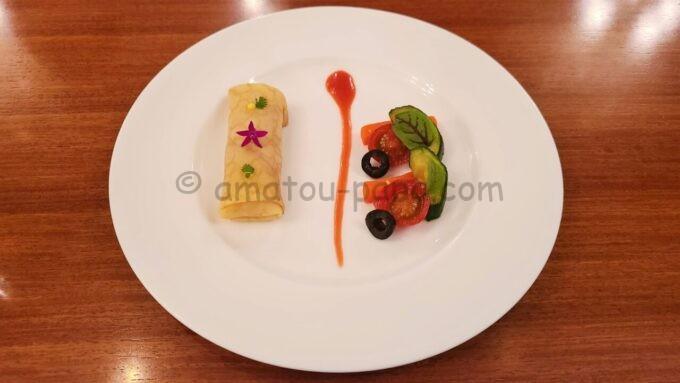 イーストサイド・カフェのスペシャルセットの「ジャンボンムースのクレープ、ブラッドオレンジソース」