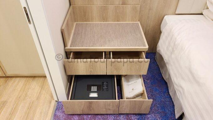 グランドニッコー東京ベイ舞浜のニッコーデラックスファミリールームの荷物置き場とセーフティボックス