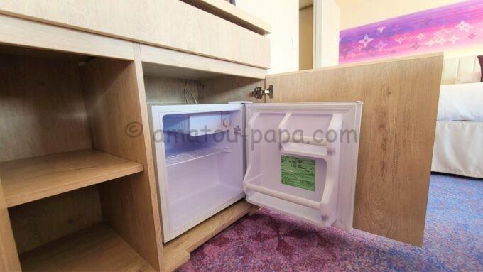 グランドニッコー東京ベイ舞浜のニッコーデラックスファミリールームの冷蔵庫