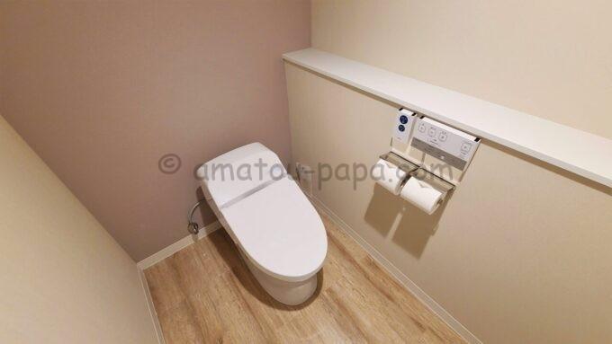グランドニッコー東京ベイ舞浜のニッコーデラックスファミリールームのバスルームにあるトイレ