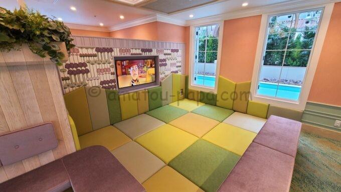 グランドニッコー東京ベイ舞浜のレインボーラウンジ(Rainbow Lounge)内のキッズエリア