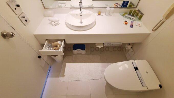 ヒルトン東京ベイのセレブリオスイート(ベッドルーム)の洗面台