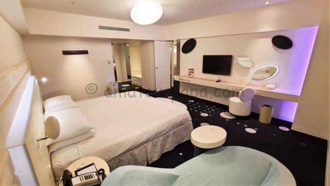 ヒルトン東京ベイのセレブリオスイート(ベッドルーム)の全体の雰囲気