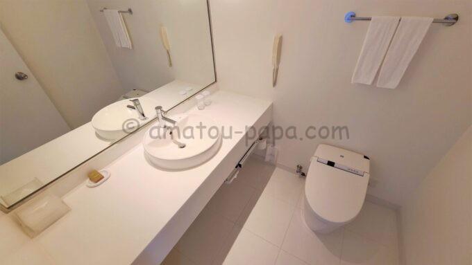 ヒルトン東京ベイのセレブリオスイート(リビングルーム)の洗面所