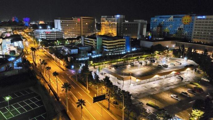 グランドニッコー東京ベイ舞浜のニッコーデラックスファミリールームから眺める夜景(京ディズニーリゾート・オフィシャルホテル、東京ディズニーシー方面)