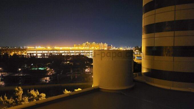 東京ベイ舞浜ホテル ファーストリゾートのキャッスルルーム・ワンダーからの夜景(東京ディズニーランドホテル方面)