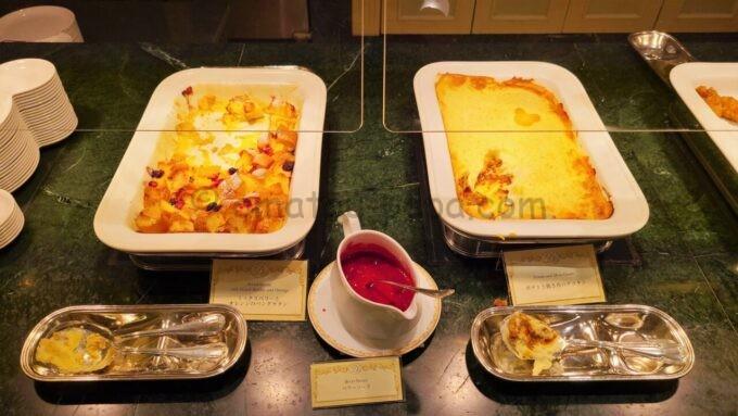 シャーウッドガーデン・レストランのミックスベリーとオレンジのパングラタン、ポテトと挽き肉のグラタン