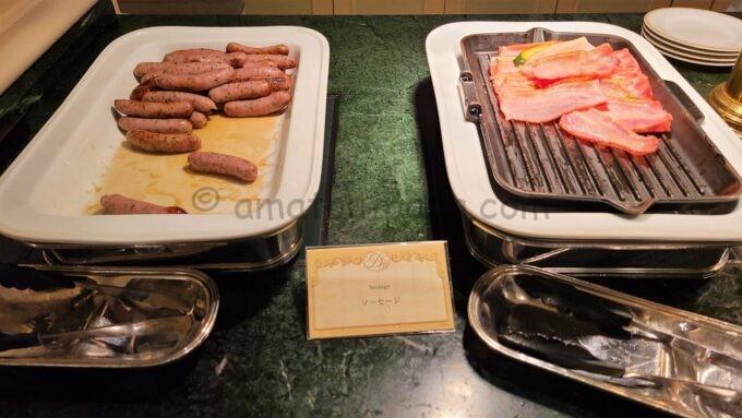 シャーウッドガーデン・レストランのソーセージとベーコン