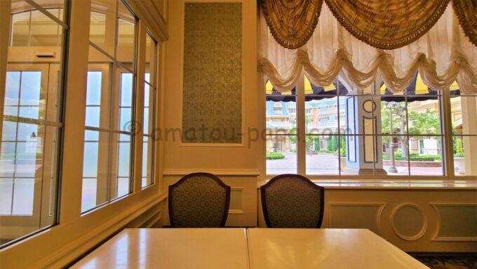 シャーウッドガーデン・レストランのテーブル