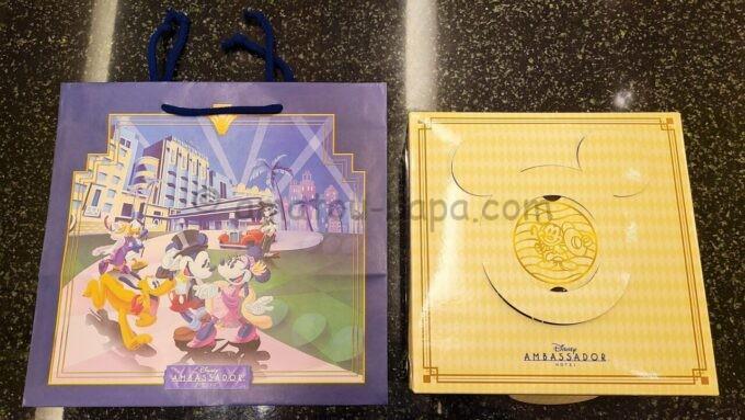 チックタック・ダイナーのブレッドセレクションの箱と紙袋