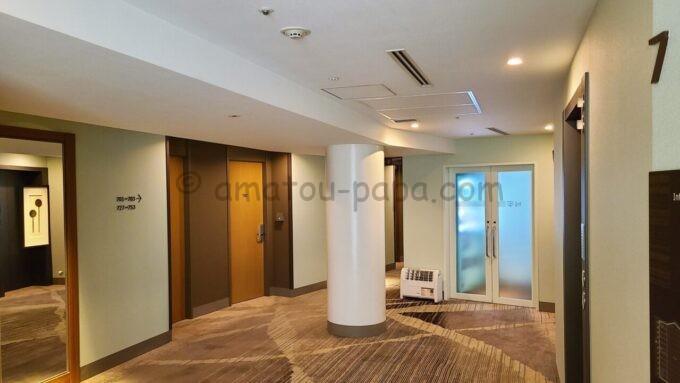 東京ベイ舞浜ホテルの7階エレベーターホール