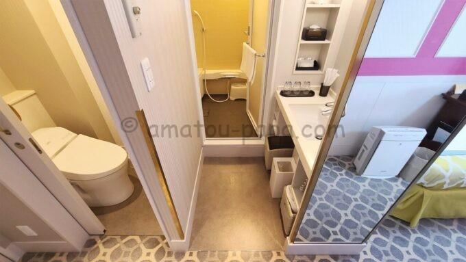 東京ベイ舞浜ホテル ファーストリゾートのキャッスルルーム・ワンダーのバスルーム(トイレ、風呂、洗面台)