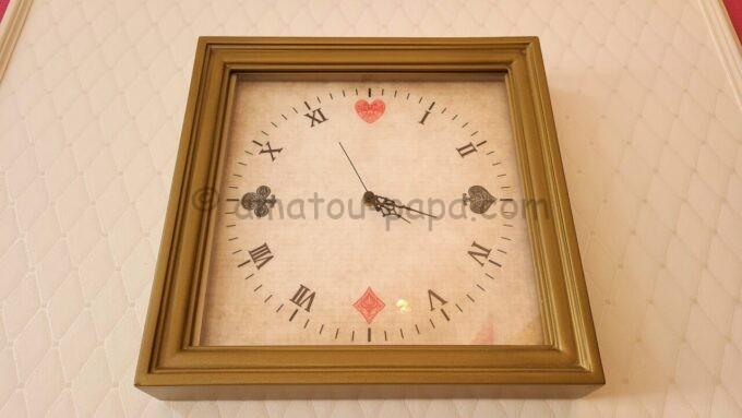 東京ベイ舞浜ホテル ファーストリゾートのキャッスルルーム・ワンダーにある時計