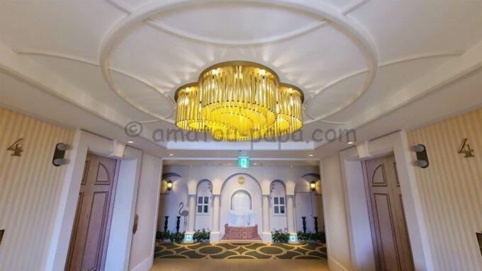 東京ベイ舞浜ホテル ファーストリゾートの4階のエレベータホール