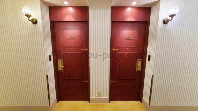 東京ベイ舞浜ホテル ファーストリゾートの4階のドア