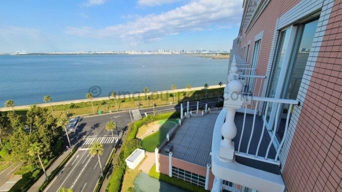 グランドニッコー東京ベイ舞浜のニッコーデラックスファミリールームからの眺め(東京湾、東京ゲートブリッジ方面)