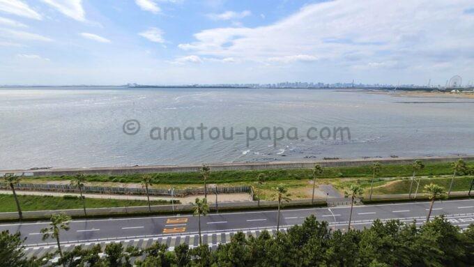 ヒルトン東京ベイのセレブリオスイートからの眺望(東京ゲートブリッジ・葛西臨海公園方面)