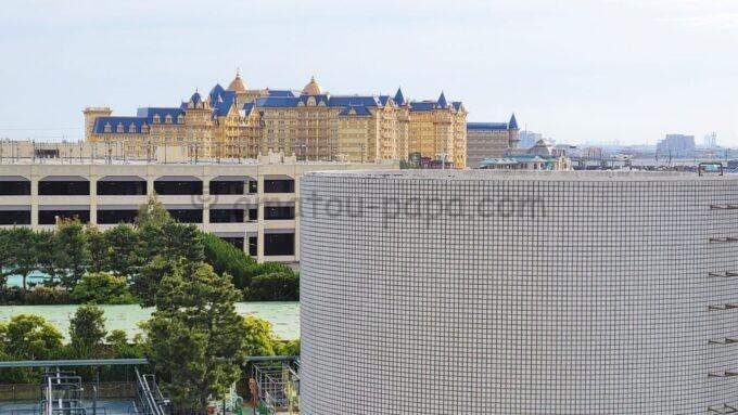 東京ベイ舞浜ホテル ファーストリゾートのキャッスルルーム・ワンダーからの眺望(東京ディズニーランドホテル方面)