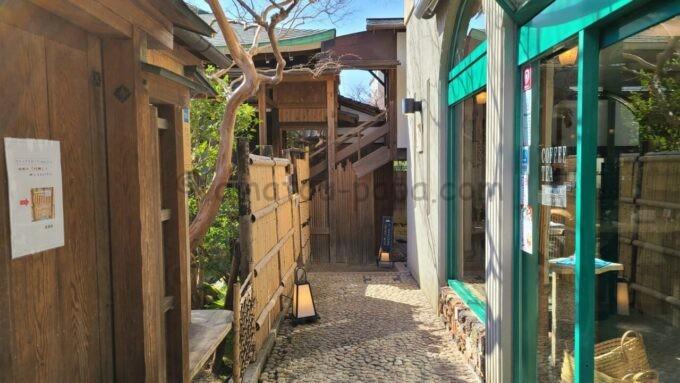 アメックの高台寺塔頭 圓徳院「京都特別観光ラウンジ」の入り口前のねねの小径