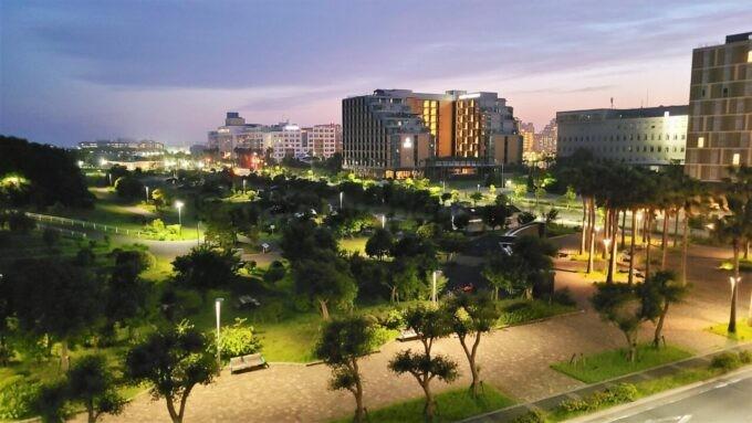 東京ディズニーセレブレーションホテル ウイッシュのスーペリアルームからの夜景(浦安市総合公園とハイアットリージェンシー東京ベイ方面)