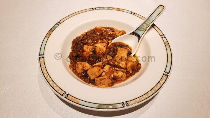シルクロードガーデンの小皿に取り分けた四川風麻婆豆腐