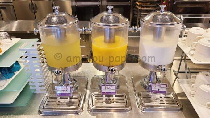 東京ディズニーセレブレーションホテル ウィッシュの朝食「アップルジュース、オレンジジュース、牛乳」