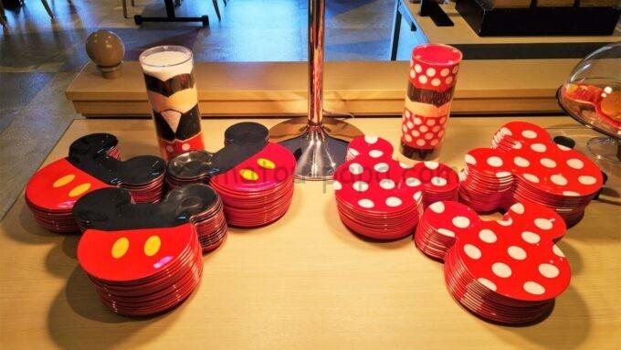 東京ディズニーセレブレーションホテル ウィッシュの朝食時に利用するミッキーとミニーのプレート(皿)