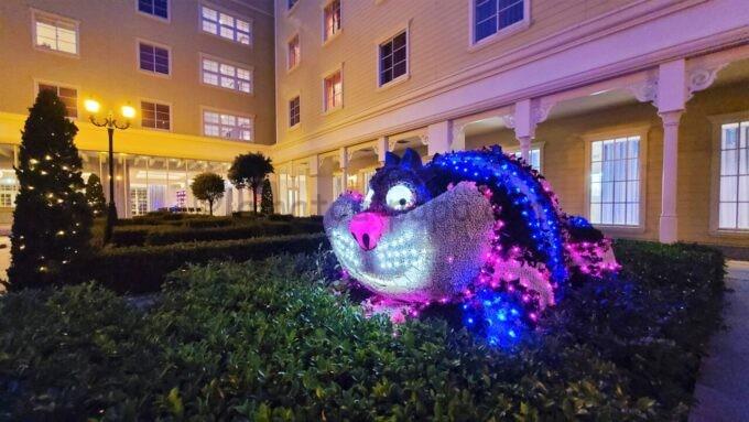 東京ディズニーセレブレーションホテル ウイッシュの中庭のチェシャ猫のライトアップ