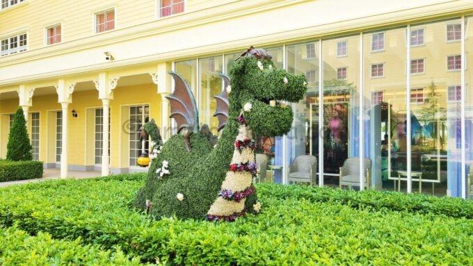 東京ディズニーセレブレーションホテル ウイッシュの中庭のドラゴン