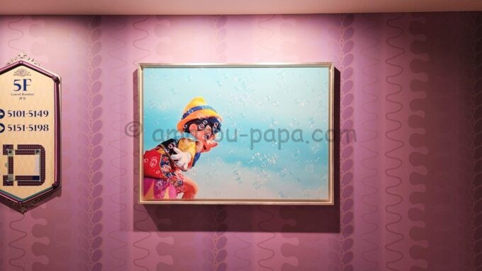 東京ディズニーセレブレーションホテル ウィッシュの5階エレベーターホール前の写真(ピノキオ)