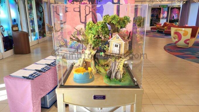 東京ディズニーセレブレーションホテル ウイッシュのロビーにあるプーさんのハニーハントのオブジェ