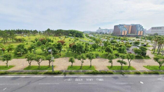 東京ディズニーセレブレーションホテル ウイッシュのスーペリアルームからの景色(浦安市総合公園とハイアットリージェンシー東京ベイ方面)
