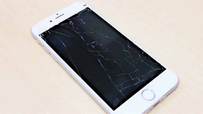 スマートフォンの画面割れイメージ
